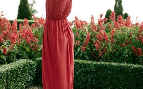 Castiga una dintre rochiile preferate ale Danei Rogoz! Vezi ce trebuie sa faci pentru a intra in posesia ei