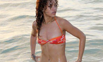Rihanna, foarte sexy in costum de baie! Vezi cele mai noi poze cu cele mai HOT femei din lume: