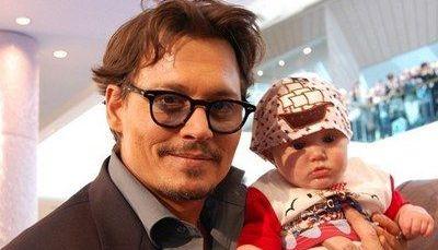 EL ESTE mai CELEBRU copil din lume! Cum a cunoscut 130 de VEDETE, printre care Johnny Depp, John Terry si Reese Witherspoon, in doar un an de existenta! FOTO