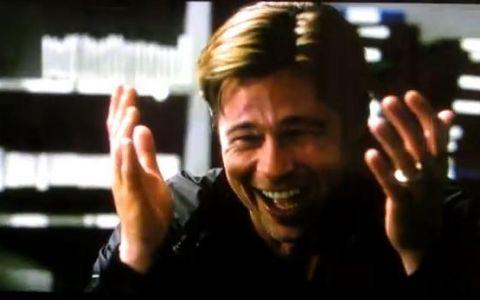 Secvente taiate la montaj cu Brad Pitt. Actorul incearca sa filmeze o scena, dar nu se poate opri din ras: VIDEO INEDIT