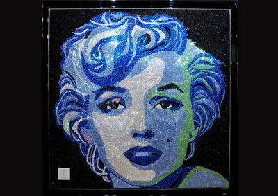 Rihanna si-a cumparat un tablou urias cu Marilyn Monroe, realizat din cristale Swarovski. Cat a platit pentru el: