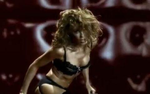 Artisti in reclame controversate. Kylie Minogue, sexy si provocatoare in lenjerie intima, in cel mai tare viral din istorie. VIDEO