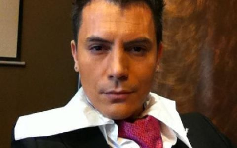 Machiat, frezat, costumat!  Razvan Fodor, gata sa intre in bucatarie la MasterChef