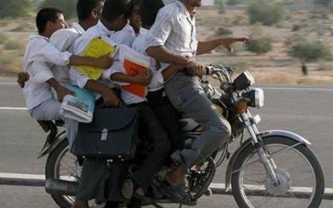 India, tara tuturor posibilitatilor! Vezi cele mai neconventionale mijloace de transportat persoane