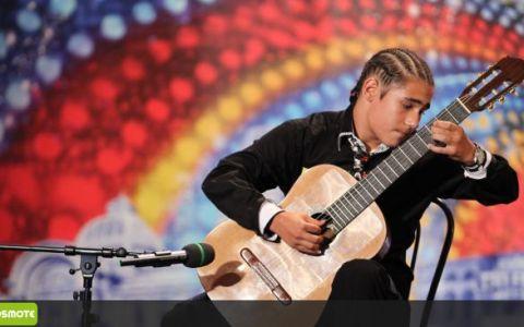 EL este chitaristul care a ridicat sala in picioare la  Romanii au talent ! Smiley era FASCINAT:  Pot sa te ating?  VIDEO