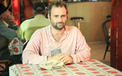 Ce se intampla in Fierbinti ramane in Fierbinti. Adrian Văncică joaca rolul betivului din sat:  Nu ma plictisesc deloc