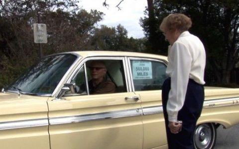 Cea mai TARE bunicuta! Are 93 de ani si renunta la sofat, dupa ce a condus aceeasi masina peste 928.000 de kilometri