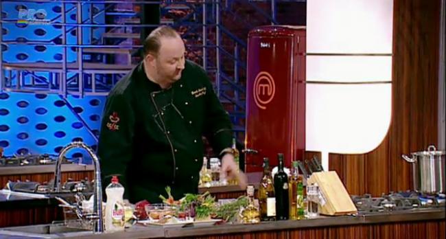 TREBUIE sa vezi ASTA! Demonstratie de cooking de la un bucatar cu diploma de Master Chef, Henrik Sebok: VIDEO