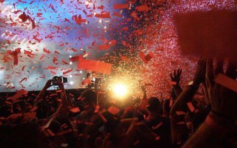 Iris, 35 de ani de cariera. Concert cu artificii si confetti in fata a 15.000 de fani