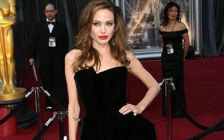 Frumoasa si bestia: EL este barbatul cu care paparazzii spun ca Angelina Jolie isi insala sotul. FOTO