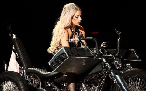 Ce le mai place sa petreaca! Lady Gaga si Lindsay Lohan s-au distrat si au ramas impreuna peste noapte