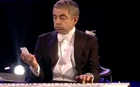 CEL MAI AMUZANT moment din deschiderea JO 2012. Mr. Bean canta cu orchestra: CLIPUL care a facut planeta sa se zguduie de ras