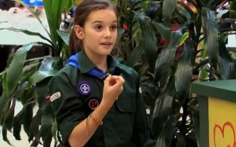 Cea mai puternica fetita din lume pacaleste oamenii in supermarket. N-ai cum sa nu razi la farsa asta: VIDEO