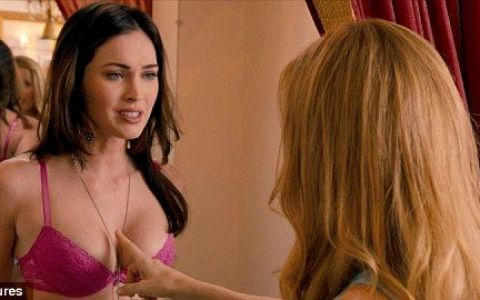 Megan Fox se dezbraca in cel mai nou film al ei! Uite cum arata BOMBA SEXY in lenjerie intima