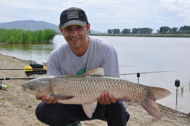 Chef Sorin Bontea, mare pescar! Uite ce pesti a reusit sa prinda chef-ul intr-o mica excursie la Dunare