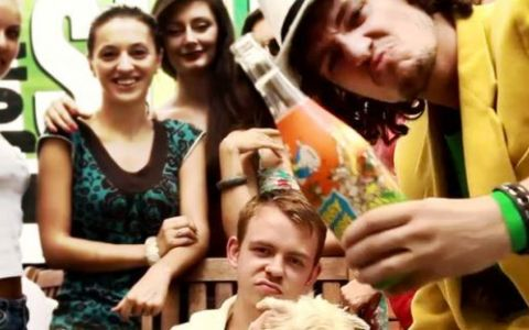 PREMIERA ProFM.ro:  In pat cu ea , cel mai nou videoclip Krem si Smokey
