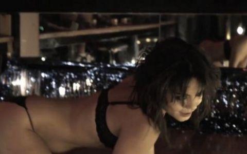 Vanessa Hudgens in scene de striptease foarte hot ndash; FOTO VIDEO