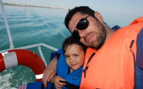 Alex Dima si fetita lui, Sara, s-au bucurat de mare la Vama Veche