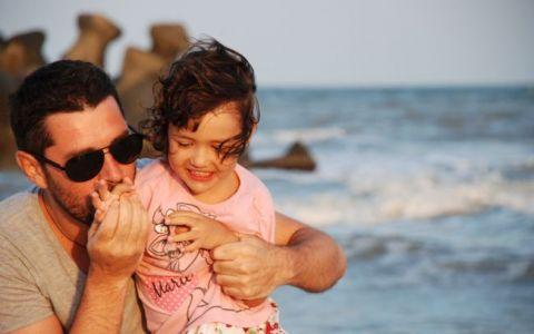 Alex Dima si Sara au facut cartiere intregi de castele de nisip la Gura Portitei. FOTO