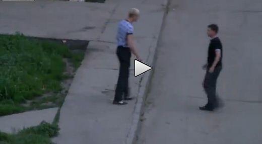 VIDEO! Cel mai rapid K.O. din lume! Rusii care se bat mai urat decat Klitschko! Vezi cum i-a dat  PERVERSA  in doua secunde si l-a intins pe asfalt!