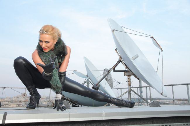 """&quot;Mi-a placut sa ma joc cu &#39;felina&#39; din mine!&quot;. Vezi mai multe imagini de la sedinta foto cu <span style=""""color:#f00;"""">Iulia Vantur in rolul Catwoman</span>"""