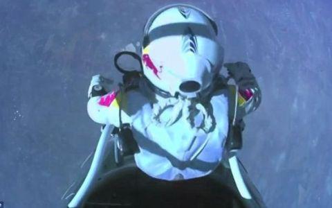 Saltul din stratosfera al lui Felix Baumgartner a atras un numar record de afisari pe Youtube. VIDEO senzational