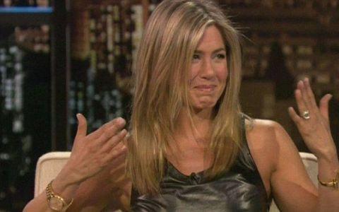 Remarca obraznica la care Jennifer Aniston nu s-ar fi asteptat niciodata. S-a inrosit instantaneu cand a auzit asta: VIDEO