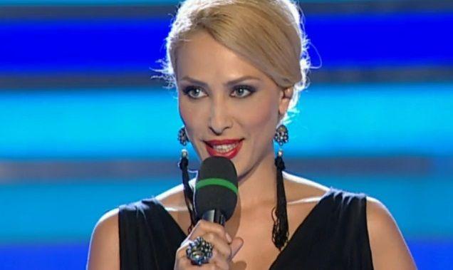 "Ce rochie a purtat Iulia Vantur in prima editie a noului sezon ""Dansez pentru tine"". Sexy in negru"