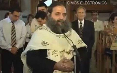 Prima surpriza: Unui preot ii suna telefonul mobil in toiul slujbei. A doua surpriza: Ce melodie si-a ales ca ringtone :)