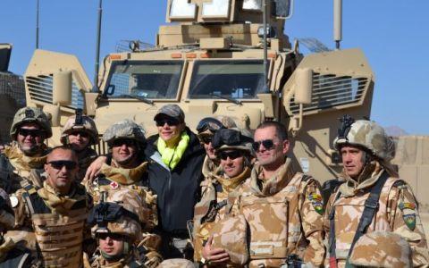 ProMotor Army cu Roxana Ciuhulescu din Afganistan: Prezentatoarea a testat doi  monstri  ai tehnologiei de razboi