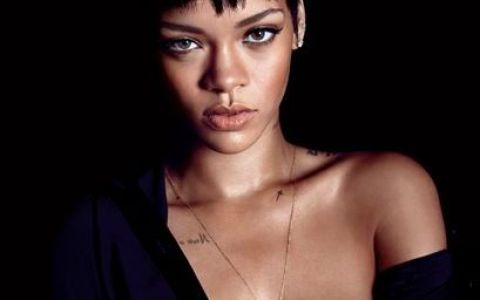 Aparitie de-a dreptul incendiara pe coperta unei reviste! Rihanna a pozat GOALA pusca pentru o publicatie
