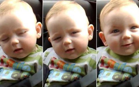 Cine a spus ca bebelusii obositi sunt suparaciosi si plangaciosi? Micutul acesta este cu adevarat adorabil si a strans mii de vizualizari: VIDEO