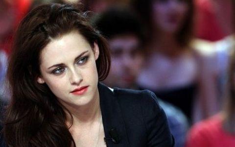 Ce cantareata din Romania este considerata mai frumoasa decat Kristen Stewart