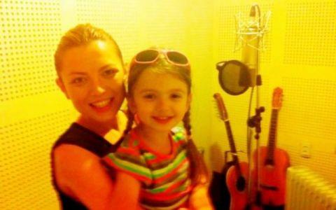 Fetita lui Laurentiu Duta, in duet cu Elena Gheorghe. Asculta noua piesa si spune daca pitica are sau nu talent