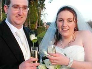 S-au casatorit dupa ce el a gresit numarul de telefon. Prima ei impresie:  Foarte nepoliticos