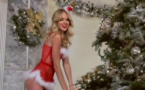 Modelele Victoria s Secret iti dau primul cadou de Craciun. Imbracate in lenjerie intima, au filmat un video foarte sexy