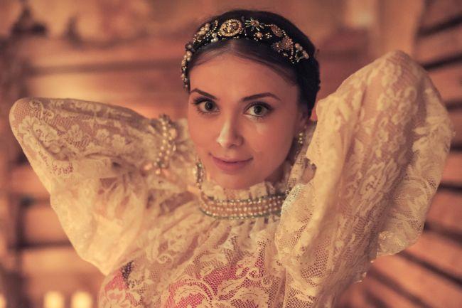 Anca Dumitra din  Las Fierbinti  impodobeste in fiecare an doar jumatate de brad. Actrita a vorbit despre traditiile romanesti de Craciun