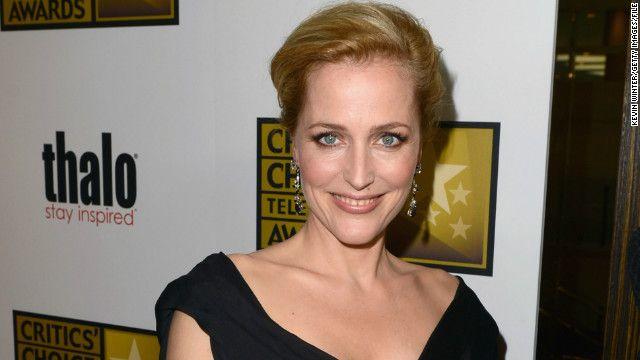 Agentul Scully se intoarce pe micul ecran. Ce rol va interpreta si cum arata Gillian Anderson la 10 ani dupa serialul  Dosarele X