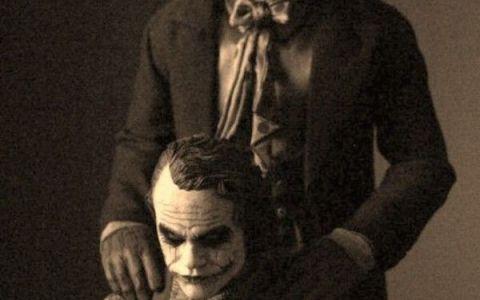 Jokerii lui Heath Ledger si Jack Nicholson in aceeasi poza. Povestea din spatele imaginii care aduce impreuna doua legende ale filmului