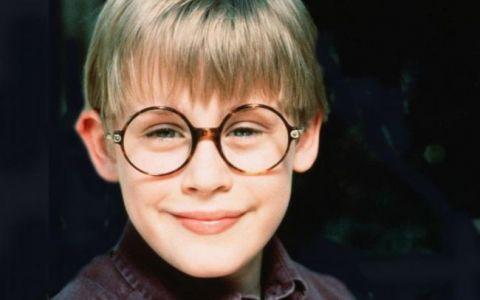 Macaulay Culkin arata din ce in ce mai bine. Desi este in continuare foarte slab, pare mult mai sanatos: FOTO