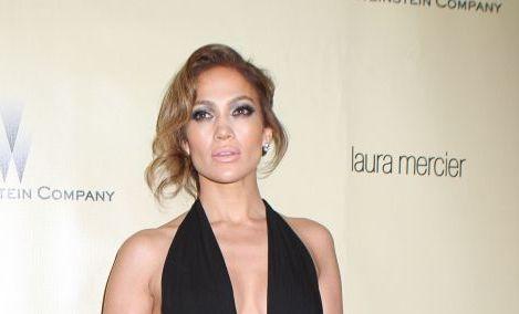 Jennifer Lopez, intr-o rochie super sexy si, in acelasi timp, de un bun gust desavarsit, la petrecerea de dupa decernarea Globurilor de Aur: FOTO