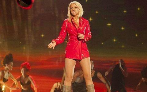 Si-a cheltuit toti banii ca sa arate ca Britney Spears. Putini sunt cei care le mai pot deosebi acum: FOTO