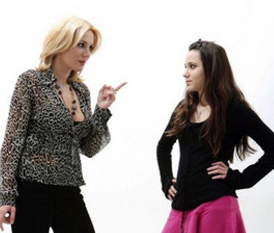 Dana Savuica ar accepta ca fiica ei sa pozeze in Playboy. Nici nu e de mirare, la cat de bine arata Julie: FOTO