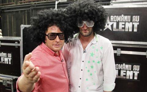 Smiley:  Pavel Bartos e terapeut prin comedie . Cele mai funny momente de la  Romanii au talent , povestite chiar de cei doi prezentatori