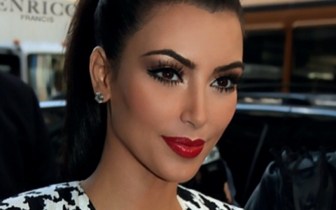 Kim Kardashian in viata reala, fara Photoshop si fara machiaj. Fanii au avut un soc, dar vedeta e mandra de poza