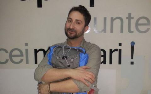 Cosmin Savu a primit un rucsac si o busola de la colegii de la  Romania, te iubesc!