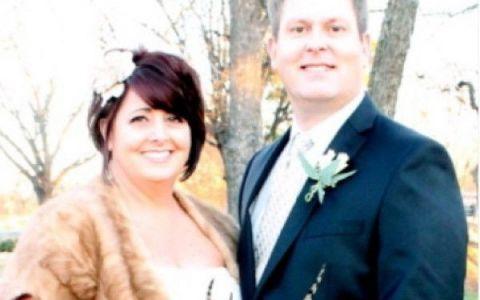 Ce au descoperit cand s-au uitat cu atentie la fotografiile de nunta.  Am ras cu lacrimi . FOTO