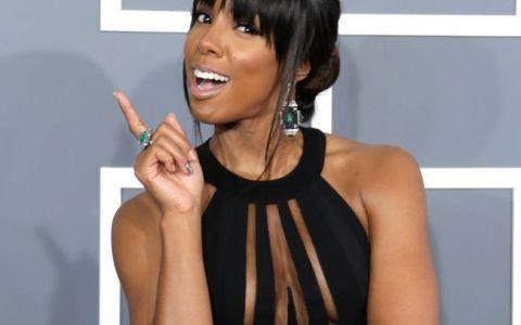 Kelly Rowland a starnit controverse la premiile Grammy, intr-o rochie care i-a dezvaluit toate formele