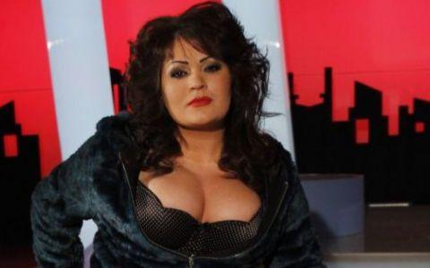 Sexy politiciana cu cupa 105  la ambitie , care si-a inceput cariera la pagina 5:  Am crezut in frumuseste, bani si relatii
