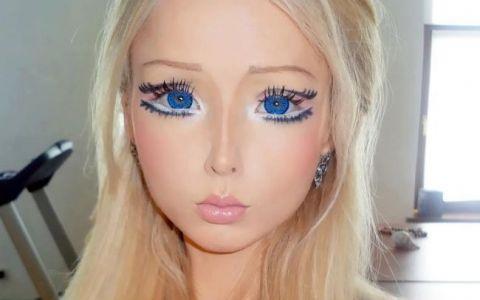 Cum arata familia Valeriei Lukyanova. Sora ei, o bruneta atragatoare, e singura care refuza sa arate ca o papusa Barbie: FOTO